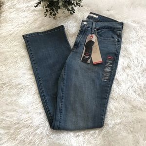 Levi's Slimming Bootcut Jeans 30 x 32